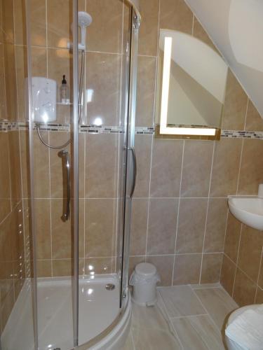 A bathroom at Victoria Lodge