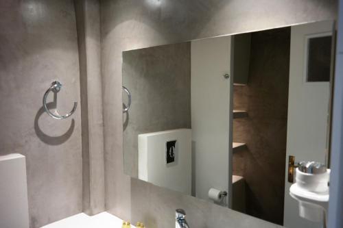 A bathroom at Mykonos View Hotel