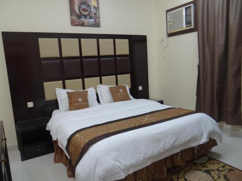 Cama ou camas em um quarto em Royal Home Furnished Apartments