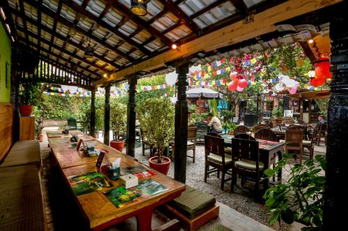 A restaurant or other place to eat at Hotel Himalayan Oasis