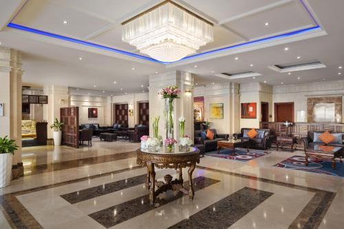 منطقة الاستقبال أو اللوبي في فندق راديسون بلو الظهران