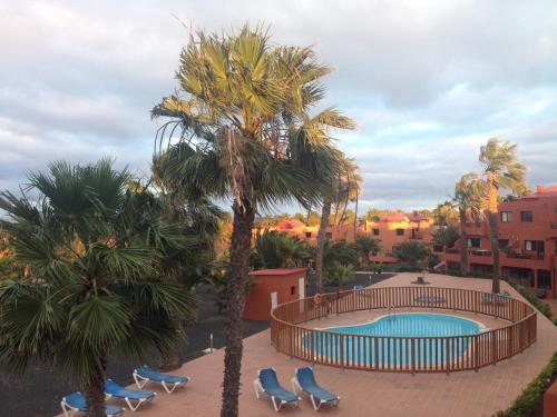 Uitzicht op het zwembad bij Oasis Royal of in de buurt