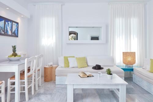 Coin salon dans l'établissement Mykonos Town Suites