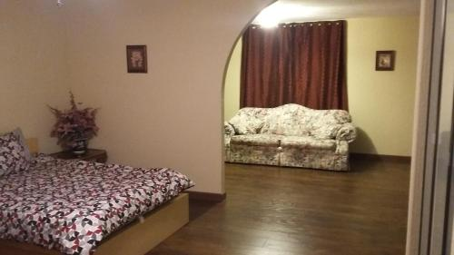 A bed or beds in a room at Moss Rose Vacation Home