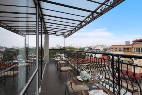 A balcony or terrace at Bonsella Hotel