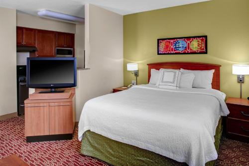 A bed or beds in a room at MainStay Suites Columbus Worthington