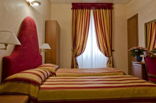 A bed or beds in a room at Hotel Brignole