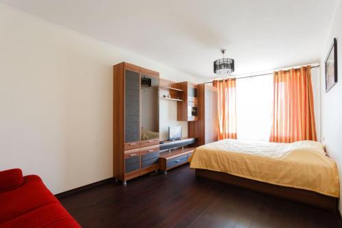 Кровать или кровати в номере Busines Brusnika Apartment on Nagornaya