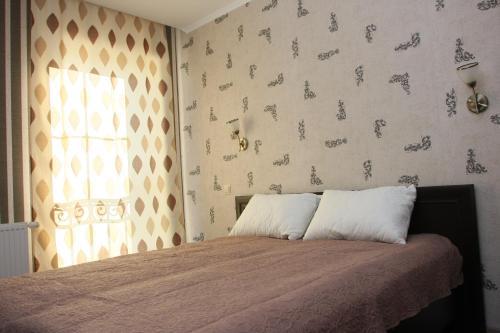 Кровать или кровати в номере Apartments Domino
