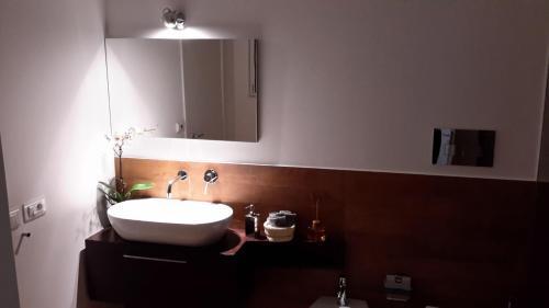 A bathroom at B&B Vicolo dei Sartori