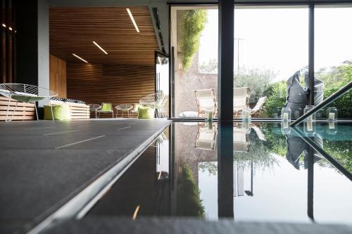 Der Swimmingpool an oder in der Nähe von Designhotel Gius La Residenza