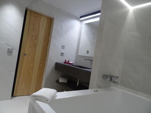 A bathroom at Zenit Sevilla