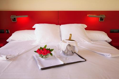 A bed or beds in a room at Hotel Tximista