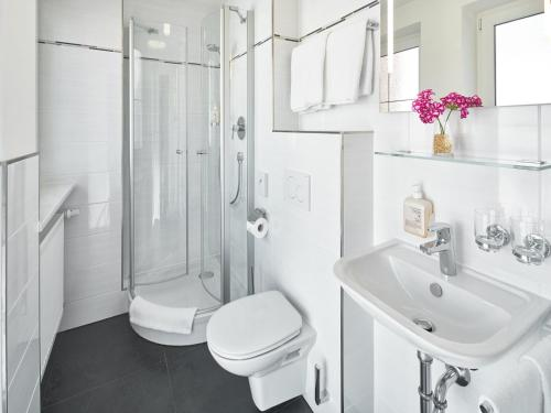 A bathroom at Hotel Alfa Zentrum