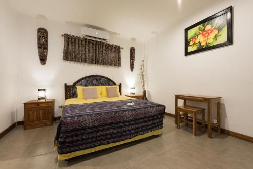 A bed or beds in a room at Yuli's Homestay