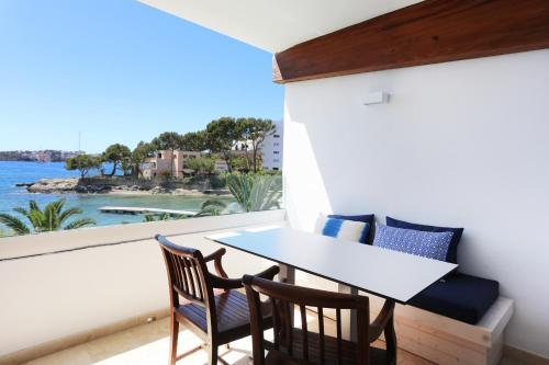Utsikt över poolen vid Son Caliu Apartamentos eller i närheten