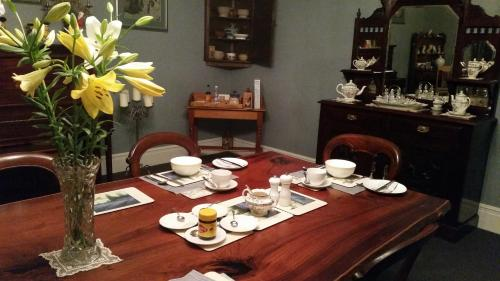 A restaurant or other place to eat at Blackwood Inn Innkeepers House