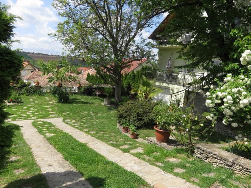 Zahrada ubytování Kővirág Apartman