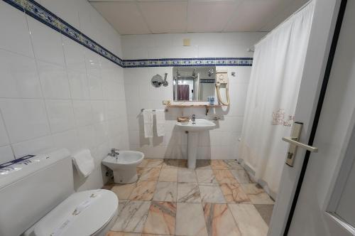 Un baño de Hotel La Pinta