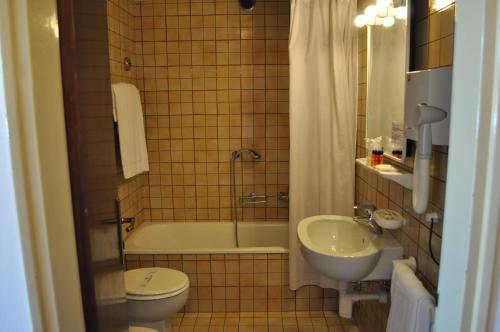 A bathroom at Hotel Igea