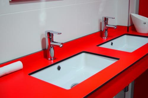 Un baño de Albergue Mirás