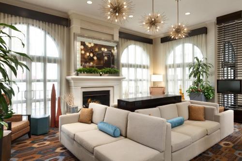 A seating area at Hilton Garden Inn Cupertino