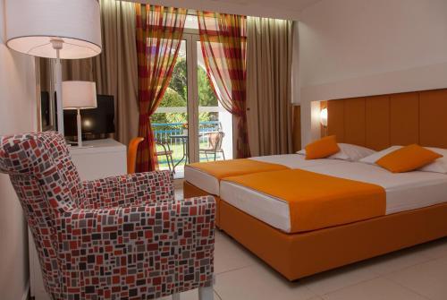 Voodi või voodid majutusasutuse Hotel Slovenska Plaža toas