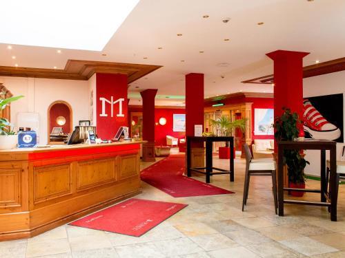 The lobby or reception area at DORMERO Hotel Plauen