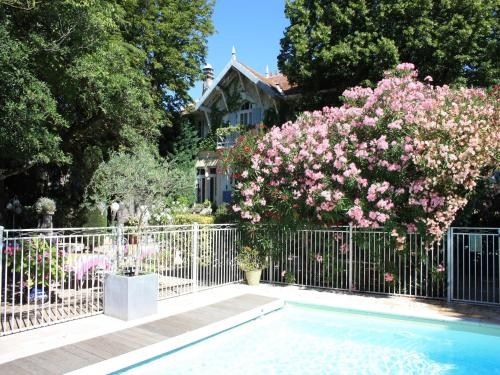 The swimming pool at or near Hôtel le Chalet Fleuri