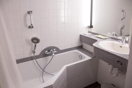 Salle de bains dans l'établissement Logis Hotel Glenmore