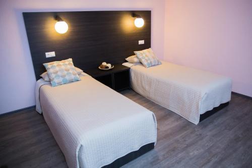 Кровать или кровати в номере Kosmos, cozy mini-hotel
