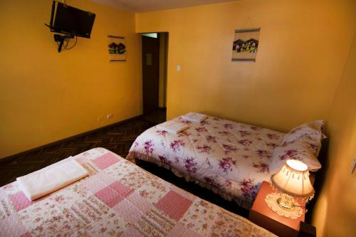 A bed or beds in a room at Marlon's House Arequipa