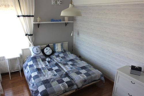 Łóżko lub łóżka w pokoju w obiekcie Apartament DELTA przy plaży, miejsce parkingowe