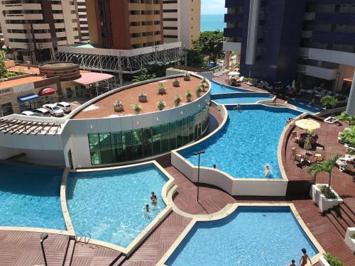 Uma vista da piscina em Beach Class - Apartment Luxo ou nos arredores
