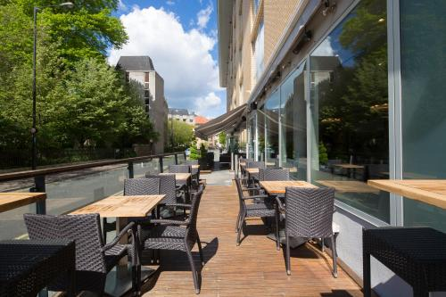 A restaurant or other place to eat at Hilton Garden Inn Bristol City Centre