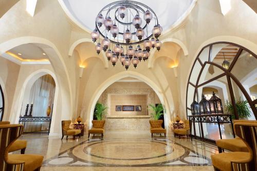 De lobby of receptie bij Jaz Dar El Madina