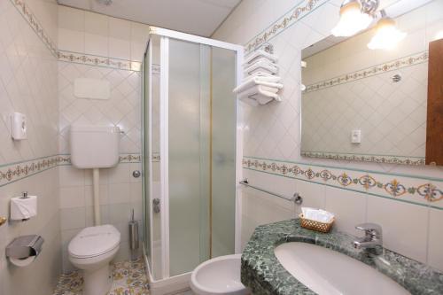 Salle de bains dans l'établissement Hotel Mega Mare