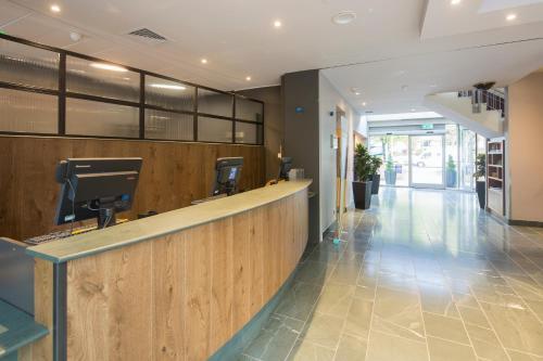 The lobby or reception area at Hilton Garden Inn Bristol City Centre