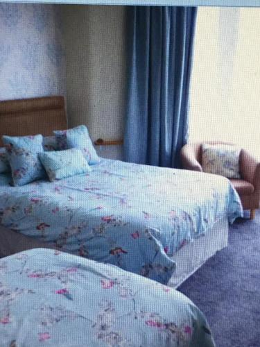 A bed or beds in a room at Camelot House