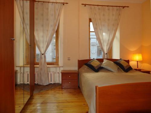 Кровать или кровати в номере Fontanka 85 Apartment