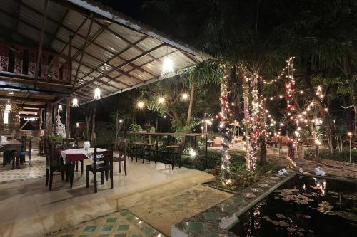 A restaurant or other place to eat at Siam Villa