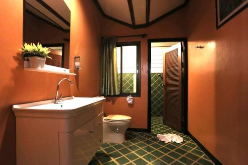 A bathroom at Siam Villa