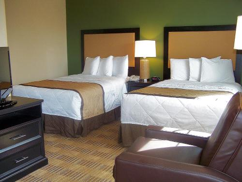 A bed or beds in a room at Extended Stay America Suites - Dallas - Vantage Point Dr