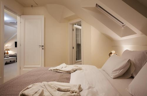 A bed or beds in a room at Castello Boutique Hotel