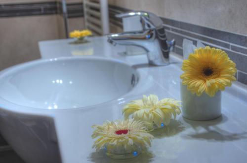 A bathroom at Grand Hotel Milano