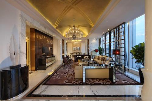 The lobby or reception area at Sofitel Guangzhou Sunrich