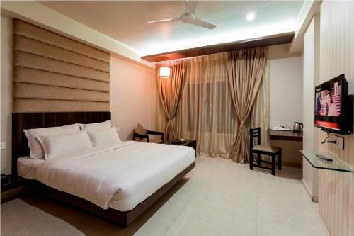 A bed or beds in a room at Hotel Rasika