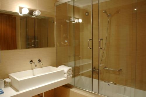 A bathroom at 1000 Colors Hotel