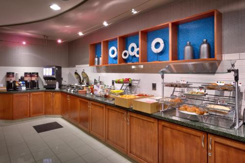A restaurant or other place to eat at SpringHill Suites Thatcher