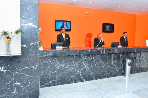 The lobby or reception area at Aracan Pyramids Hotel